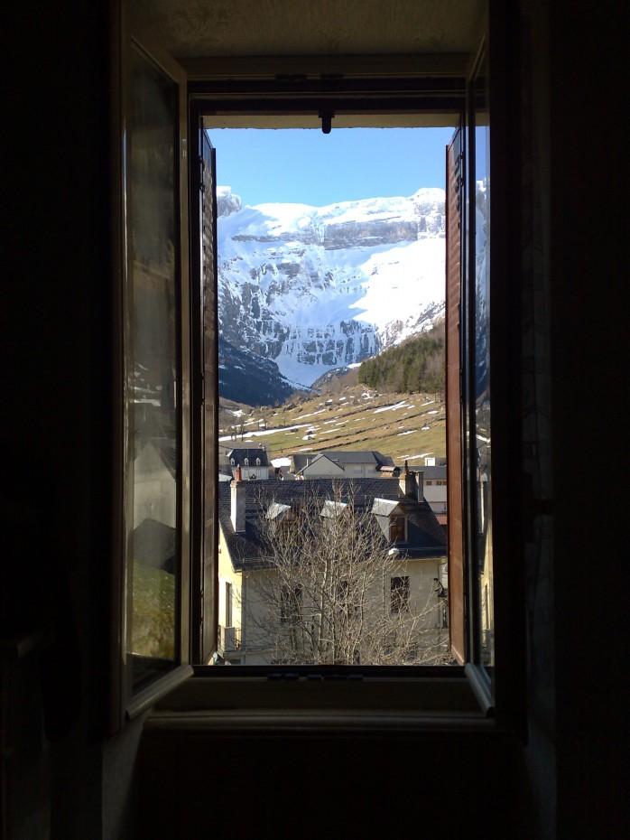 """""""Un hymne, c'est une fenêtre ouverte vers un idéal commun qui nous élève..."""" Est-ce bien cela qui abreuve nos sillons ?"""