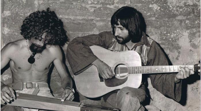 Avec Pat. à Kerlard sur l'île de Groix (1974) Toute une époque, tout un monde à la recherche de chemins plus fraternels, monde peu compréhensible vu d'aujourd'hui.