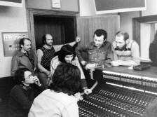 Réécoute après la prise (de dr à g : Hervé, Mick, Pierre, Bill, Jean-Christophe) Studio des Dames