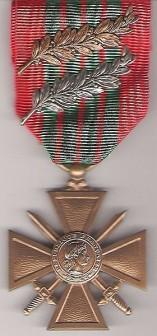 Croix de guerre 1939-1945 Française - par Fantassin72 (Coloniale) sous Licence CC by-sa 3.0